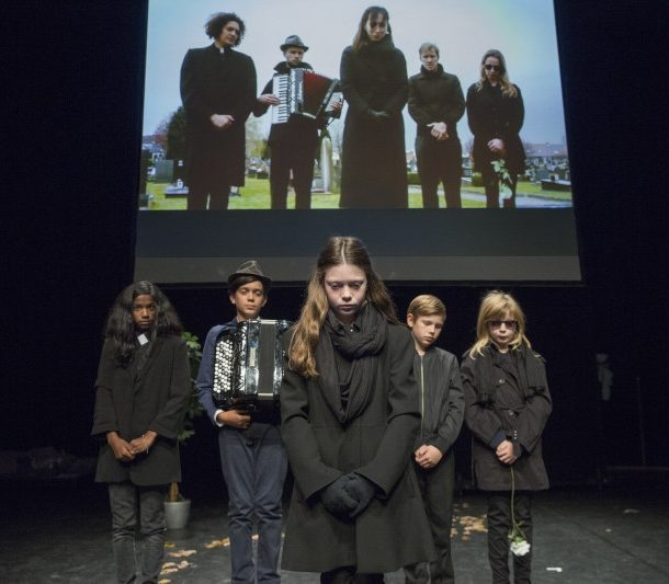 Child actors evoke the story of a horrendous child killer on Trafó's stage