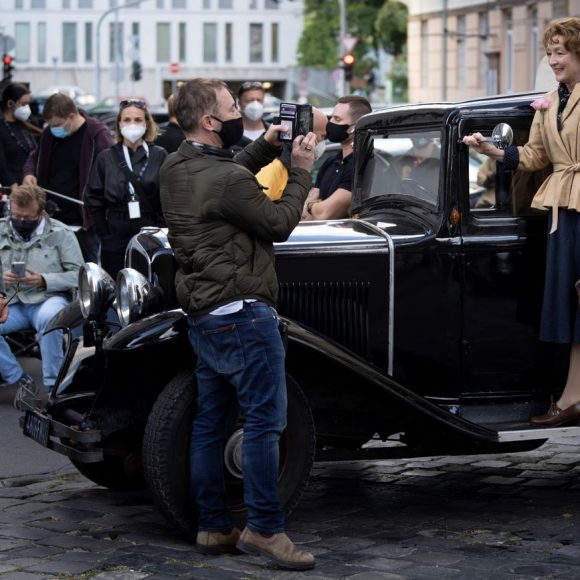 Focus Features to distribute Hungarian-British 'Mrs. Harris Goes to Paris' worldwide